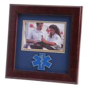 EMS Medallion Landscape Picture Frame is designed to hold a 4 X 6 picture